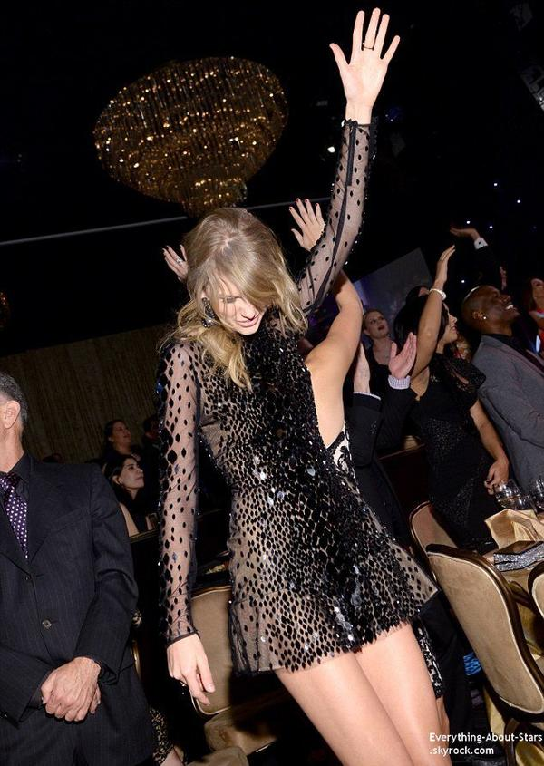 Pré Grammy Awards 2014:   Taylor Swift en train de se déhancher lors de la soirée des Pré-Grammy Awards de Clive Davis à Los Angeles