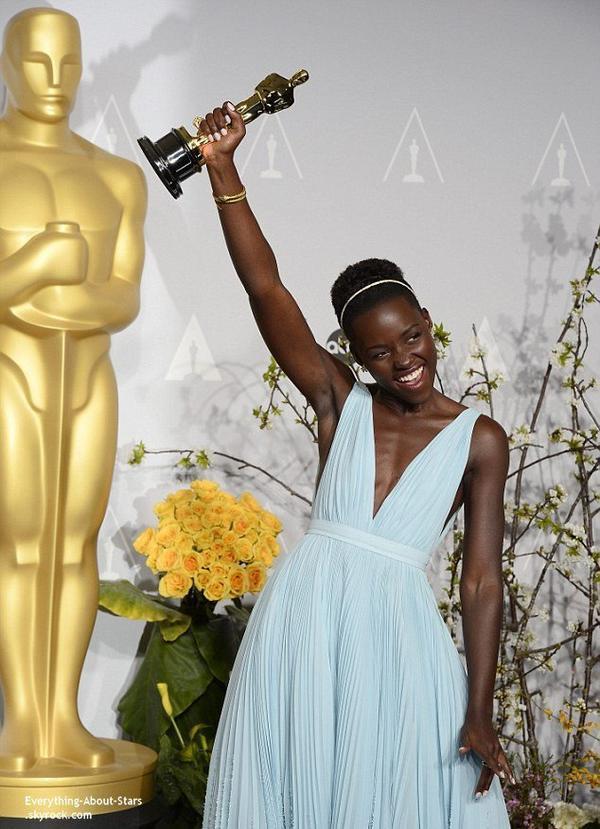 OSCAR 2014: Lupita Nyong'o remporte l'Oscar du Meilleur second rôle féminin   Cérémonie, Tapis rouge, Palmarés, Récompense, Vidéos, Backstage, Instagram et After Party