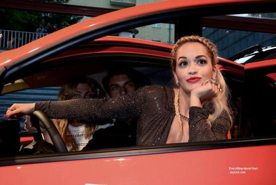 03/07/14: La belle Rita Ora aperçue à l'inauguration de la nouvelle Toyota Aygo qui s'est déroulé au Pearl Club à Berlin