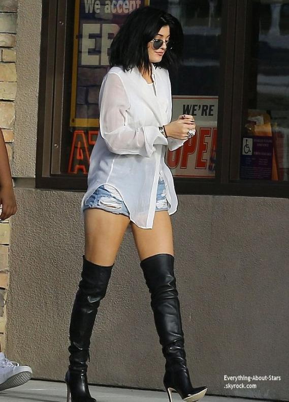 04/07/14: Kylie Jenner et son BFF Shamari Maurice aperçue en virée dans Malibu