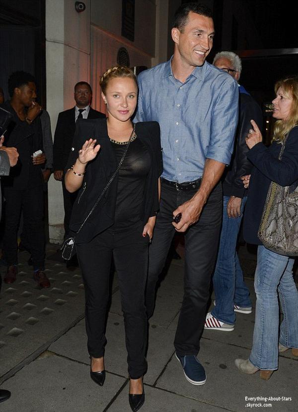 06/07/07: Hayden Panettiere aperçue avec son fiancé Wladimir Klitschko à la sortie d'un restaurant à Londres