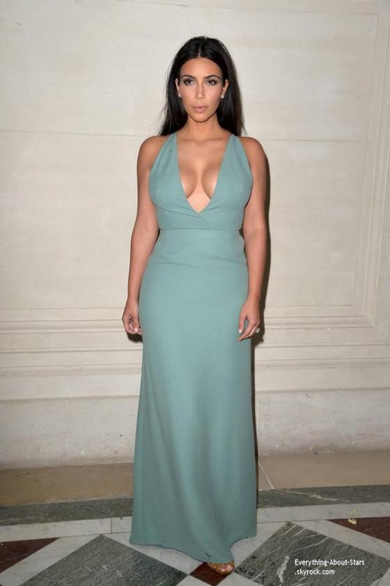 08/07/14: Kim Kardashian à assisté au défilé Haute Couture Automne-Hiver 2014-2015 présenté par Valentino