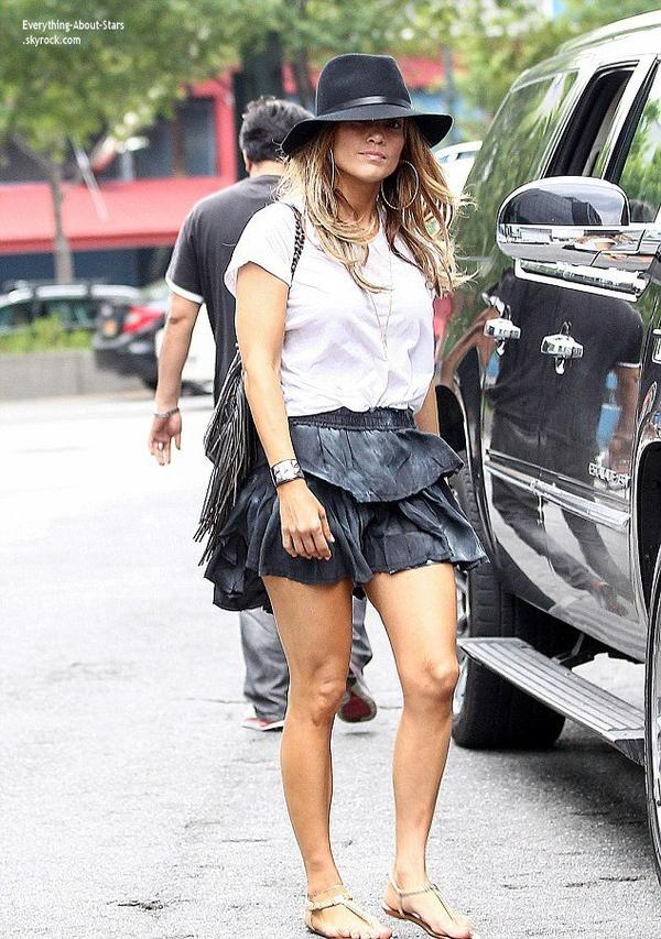 14/07/14: Jennifer Lopez aperçue se rendant faire du shopping avec quelques amies à New York