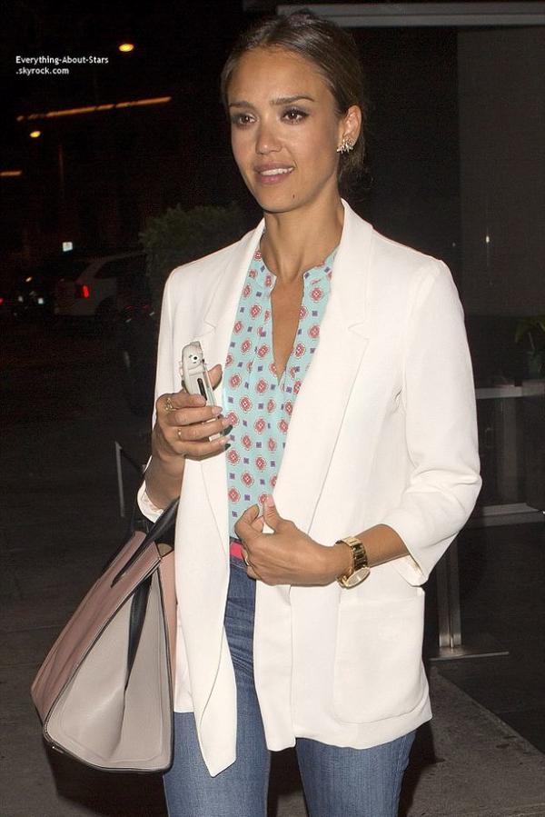 17/07/14: Jessica Alba est allé rejoindre une amie au restaurant  Katsuya à Brentwood