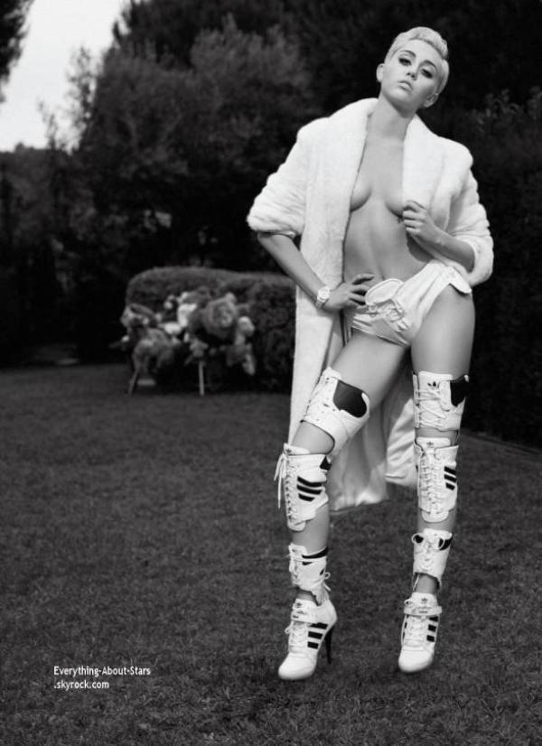 Miley Cyrus en couverture de V MAGAZINE