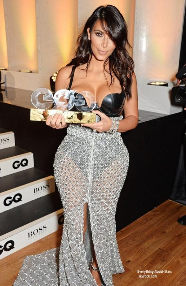 "02/08/14: Hier soir, Kim Kardashian West et son mari Kanye été à la soirée GQ Men of the Year Awards 2014, où la belle à reçu le prix ""  Woman of the Year Award"" à Londres."