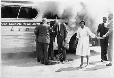 Les Freedoms Rides : des périples pour mettre fin à la ségrégation dans les bus