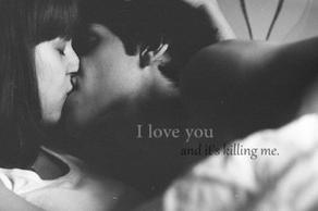 Tu sais ce qui a de plus douloureux dans un chagrin d'amour ? C'est d'pas pouvoir se rappeler ce qu'on ressentait avant. Essaie de garder cette sensation. Parce que si tu la laisses s'en aller... Tu la perds à jamais.  _ J'étais très bien comme j'étais, occupé à me détruire, et puis tu t'es pointée et tu m'as dis de me bouger, et pour la première fois de ma vie j'ai eu l'impression que quelqu'un en avait quelque chose à foutre de ma gueule et que cette personne méritait que je fasse des efforts. Aujourd'hui, je pulvériserai le record du plus gros sandwich si tu me le demandais, je tabasserais les mamies, je remplirais de soda les fleuves du pays... J'ai merdé sur toute la ligne je l'admets, t'imagines pas comme je regrette. Je t'aime, t'es tout ce que j'ai au monde...