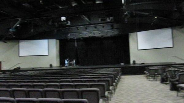 Dimanche 12 avril : église