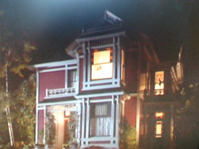 Fenêtre Wyatt (5x01), Plus de fenêtre (5x13), Fenêtre (6x21)