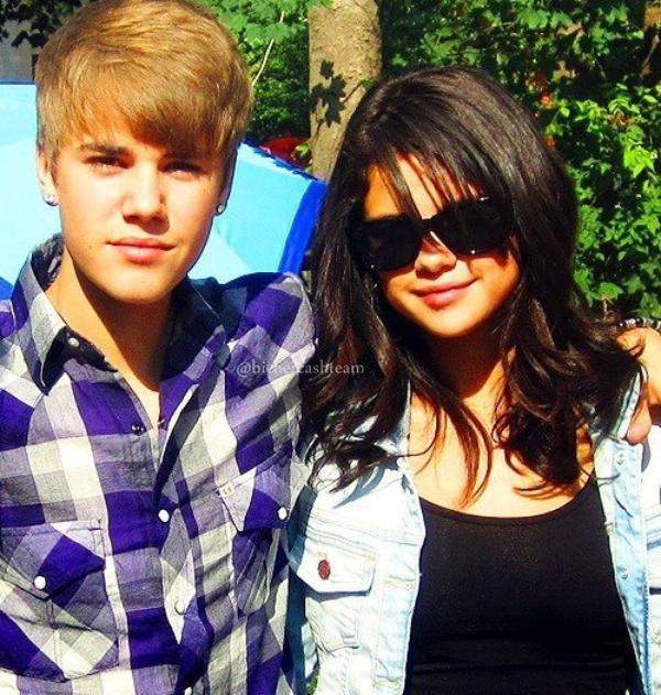 . Les tatouages et piercings de Bieber ! .