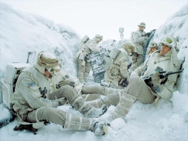 Star Wars 7 : Roger Moore semble confirmer la planète Hoth dans le film
