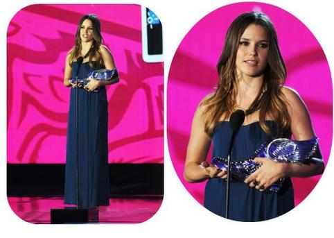 Dernière minute ! Sophia - Prix VH1 Something Do - 14 août 2011 à Holliwood <3