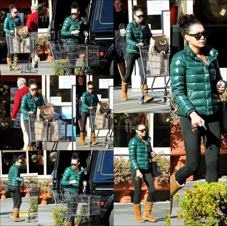 31/12/14:Naya a été aperçu faire ses courses à Gelson de Los Angeles.