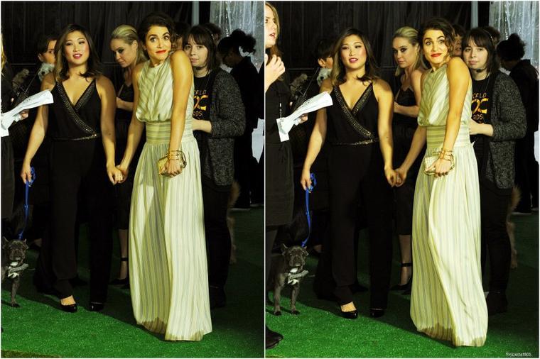 10/01/15:Jenna et Becca assistaient 'The World Dog Awards' au Barker Hangar à Santa Monica.