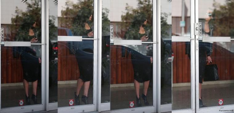 06/05/15:Naya quittant un immeuble de bureaux à Hollywood.