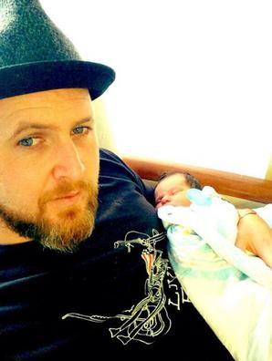 A.J Buckley est Papa!