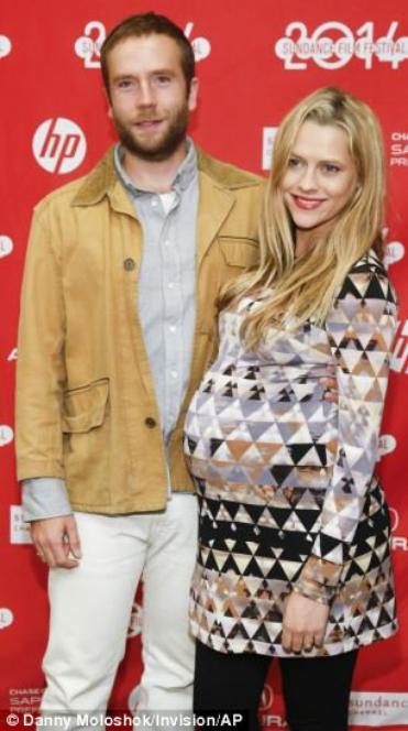 Teresa Palmer enceinte de 9 mois!