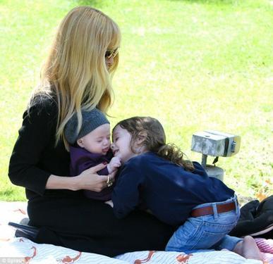 Rachel Zoé et ses fils en promenade!