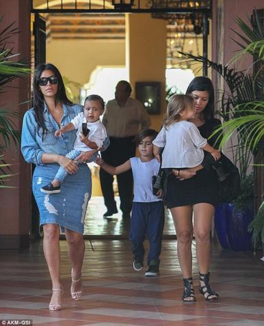 Famille Kardashian de sortie!
