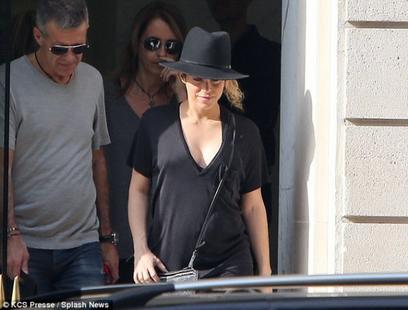 Shakira dévoile ses rondeurs!