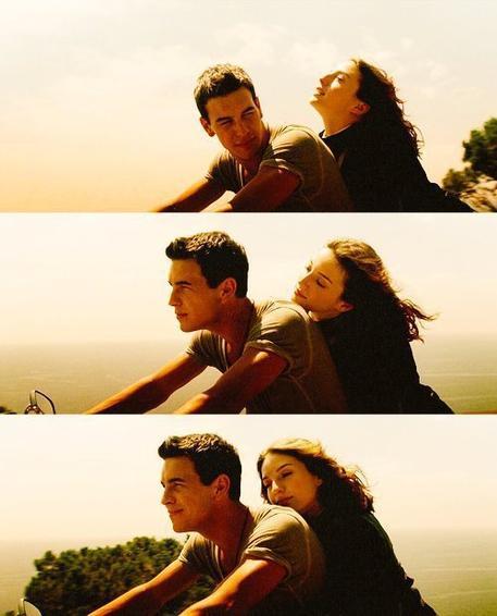 L'amour est mon cheval de bataille, l'espoir mon arme, la sincérité mon bouclier, les rêves mon crie de guerre, et toi c'est ma plus belle victoire.