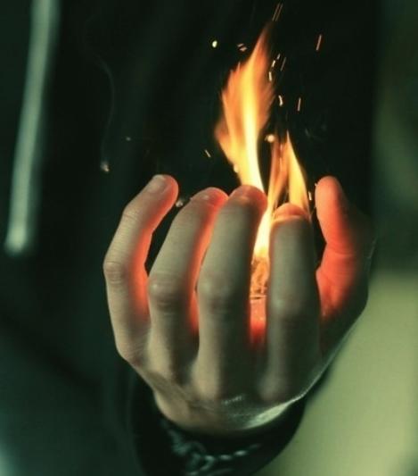 « Mieux vaut allumer une bougie que de maudire l'obscurité. »