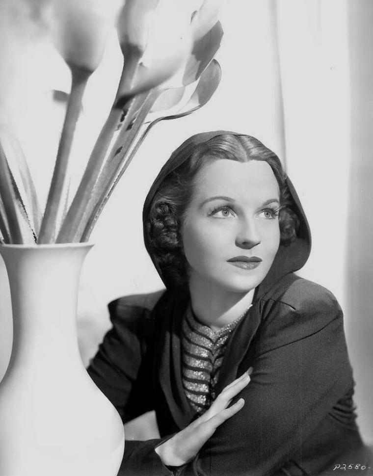 Betty FIELD (8 Février 1913 / 13 Septembre 1973) (photo sépia 1945)