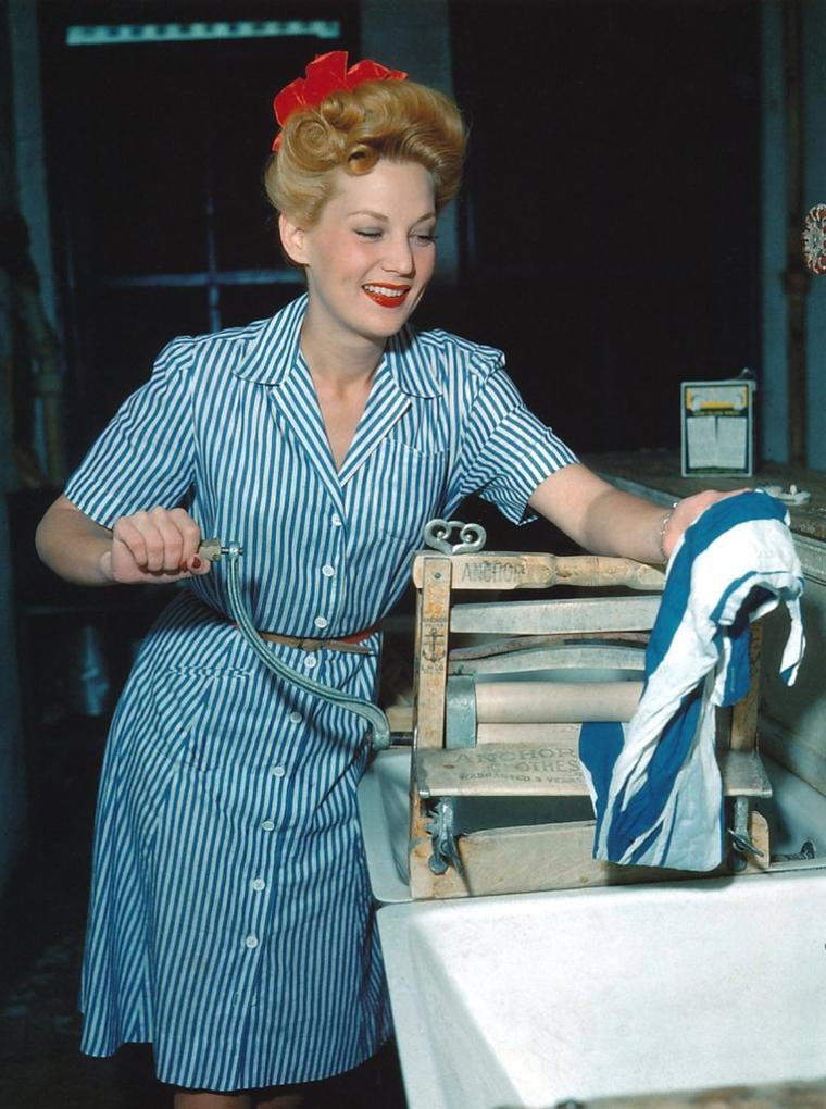 Louise ALLBRITTON (3 Juillet 1920 / 16 Février 1979) (photo N.B. 1945)