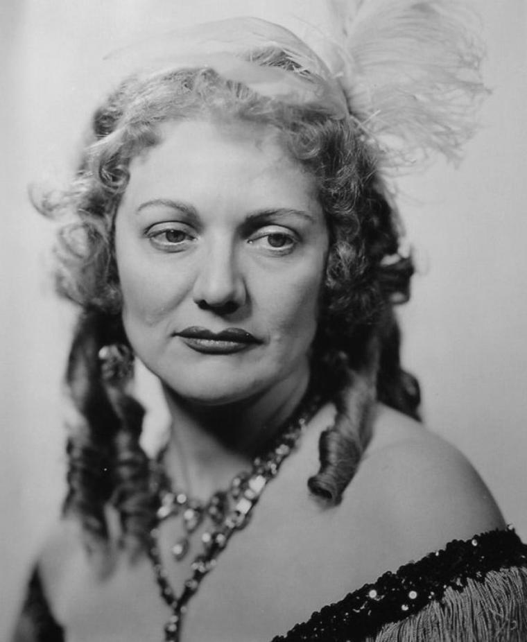Dorothy DEVORE (22 Juin 1899 / 10 Septembre 1976) (photo sépia 1926)