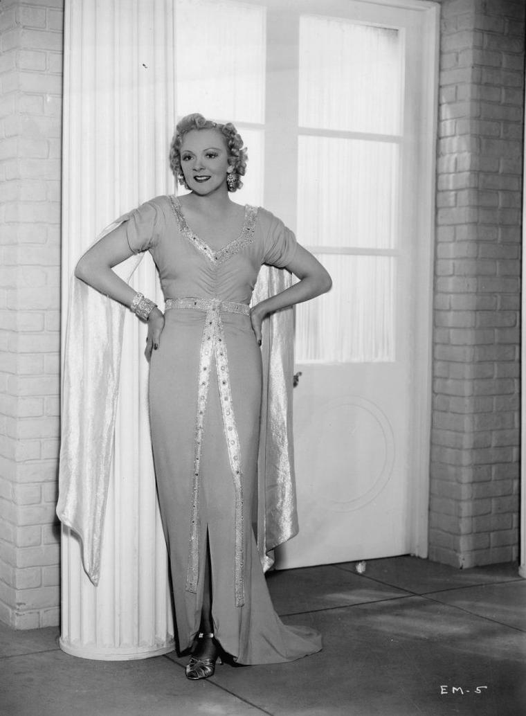 Esther MUIR (11 Mars 1903 / 1er Août 1995) (photo sépia 1933)
