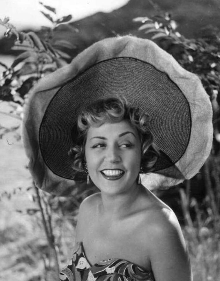 Suzy DELAIR (31 Décembre 1917)