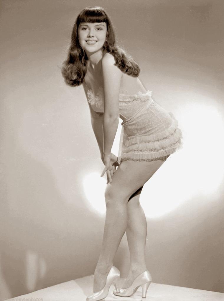 Julie GIBSON (6 Septembre 1913) (photo N.B. 1955)