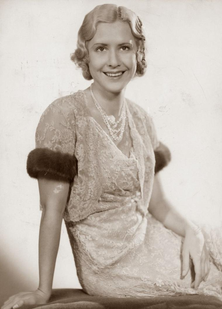 Mäe CLARKE (16 Août 1910 / 29 Avril 1992) (photo sépia 1935)