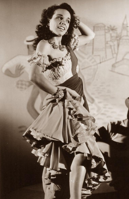 Aurora MIRANDA (20 Avril 1915 / 22 Décembre 2005) (photo sépia 1945)