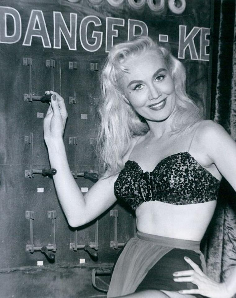 Barbara ENGLISH (15 Mars 1933)