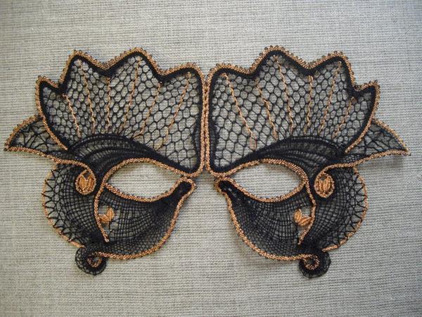 MASQUE de carnaval Cathy - soyez attentifs lors du célèbre carnaval Vénitien  de Remiremont... vous découvrirez ce joli masque sur un personnage.
