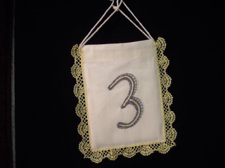 """Si un jour vous frappez à la porte d'Arlette, vous  rencontrerez ce joli petit sac, bienvenue vous êtes au numéro """"3"""" !"""