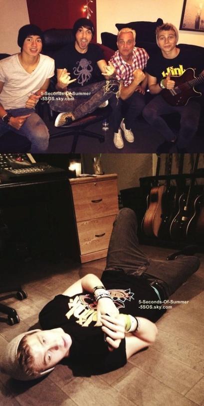 13/08/13: Today, les garçons étaient en studio avec le chanteur du groupe All Time Low! On ne voit pas Ashton et Michael, contrairement à Luke qui apparait sur les deux photos. Je le trouve adorable!