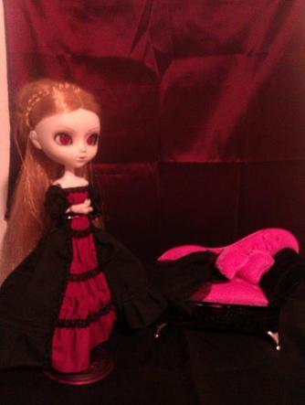démonia dans sa nouvelle robe victorienne ^^