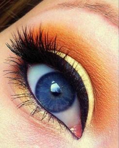 Comment mettre en valeur des yeux bleus ?