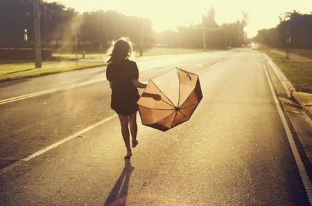 C'est dur d'ouvrir les yeux, réaliser que tout s'écroule. Abandonné quand on est amoureux, se sentir seul même dans la foule...