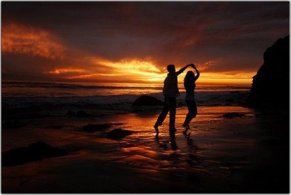 > Les rêves vécus à deux forment les souvenirs les plus beaux.  [Marc Levy]