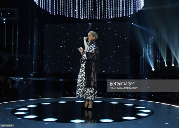 """Céline a fait  un petit coucou le 18 mai 2017 à Las Vegas, après la répétition de la chanson  """"My Heart Will Go On""""  pour le 21 mai au Billboard Music Awards 🎤🎶"""