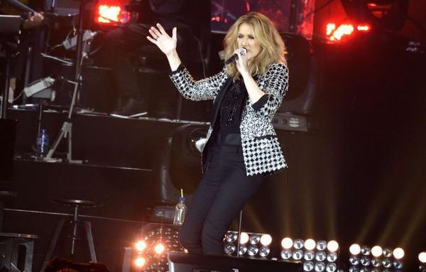 Lyon: Le concert de Céline Dion flingué (pour certains) par un problème de son :(