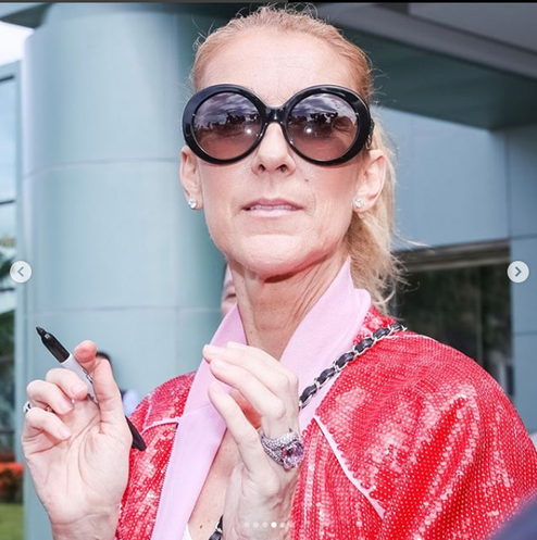 Céline quitte son hôtel à Taipei Taiwan 15 juillet 2018, les fans chantent pour elle :)