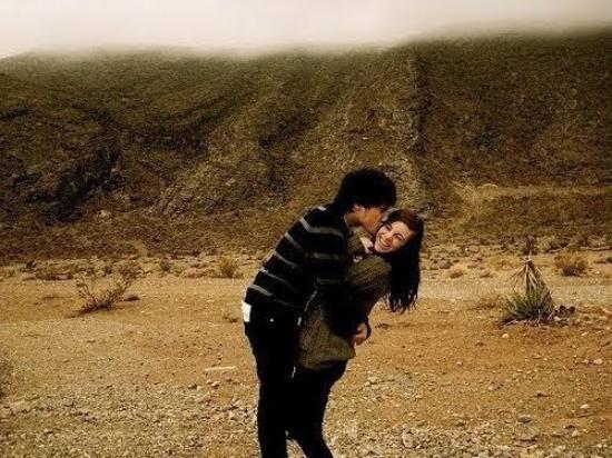 L'amour est partout, imprévisible, inexplicable, insurmontable. Il frappe quand il veut et souvent, ça fait pas mal de dégâts.