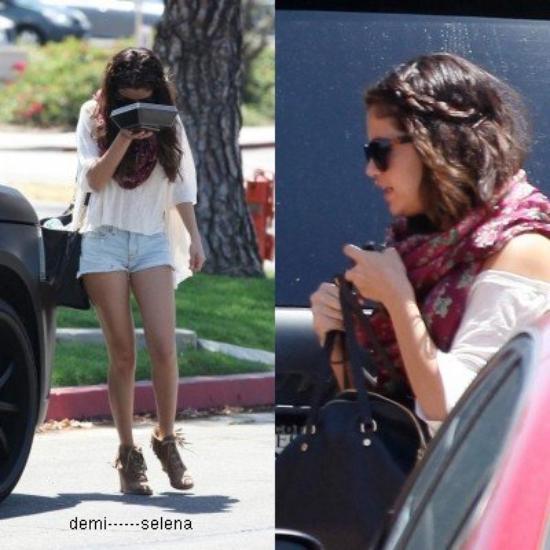 Selena Gomez: elle se rend au restaurant BJ's Brewery, Woodland Hills le 5 aout