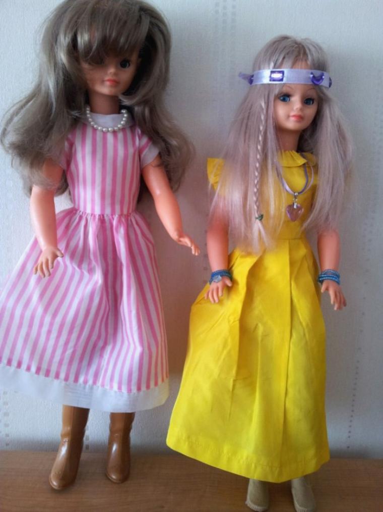 Deux jolies poupées blondes Cathie de Bella