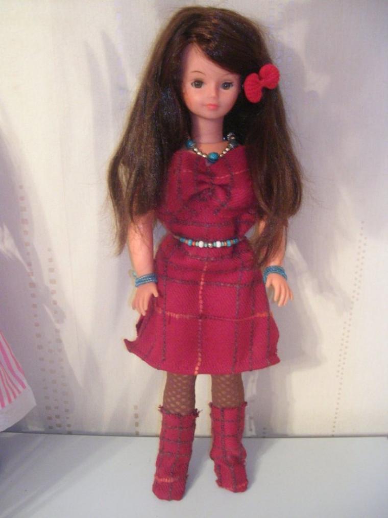 Kathia en ensemble rouge d'hiver